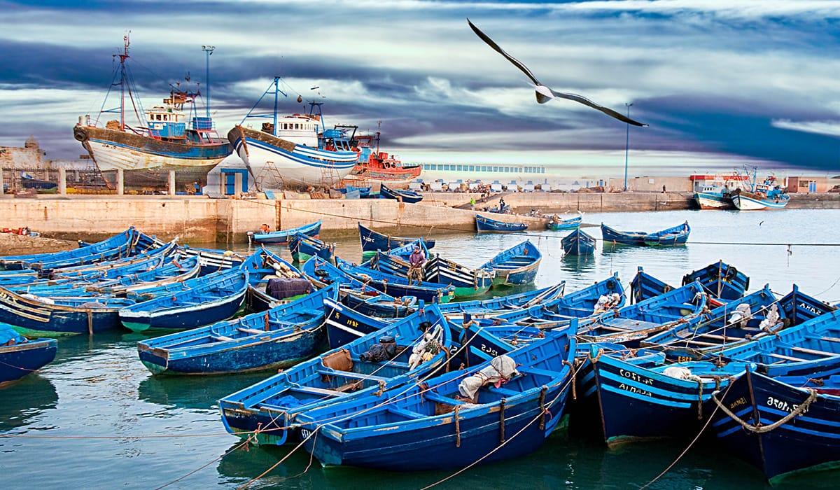 Typické modré rybářské lodě v Essaouirě