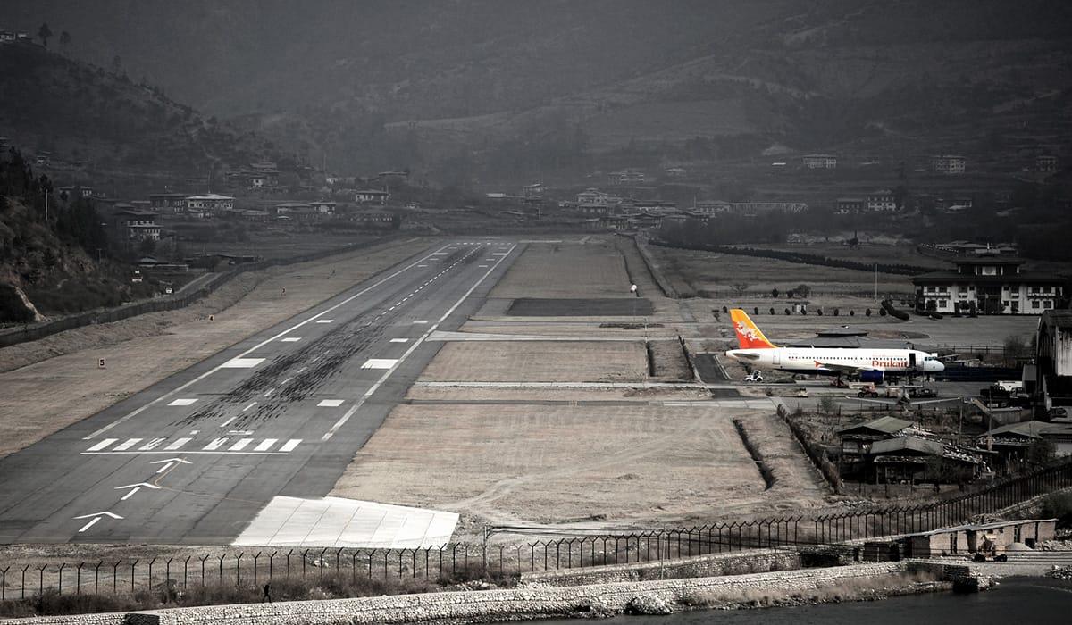 Foto: © Jason Auch   Paro, Bhutan airport