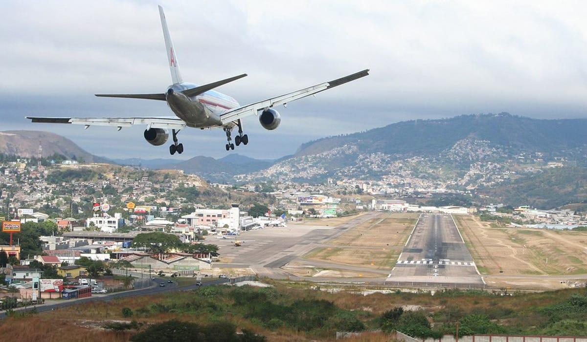Foto: © Jeffrey Hawkins   Toncontín International Airport
