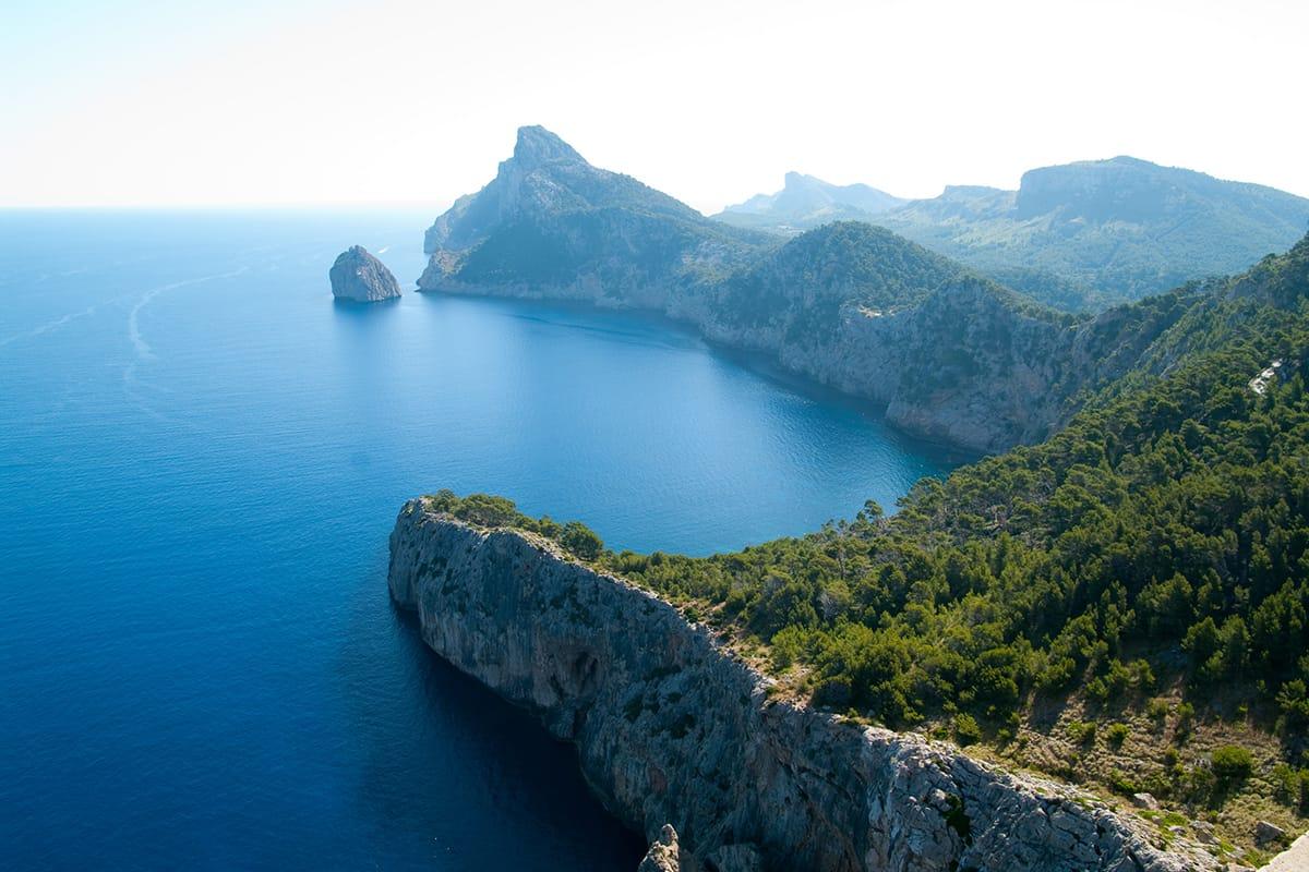 Ostrov Mallorca je členitý