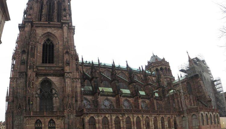 Katedrála Notre-Dame de Strasbourg - 10 nejvyšších katolických kostelů a katedrál světa