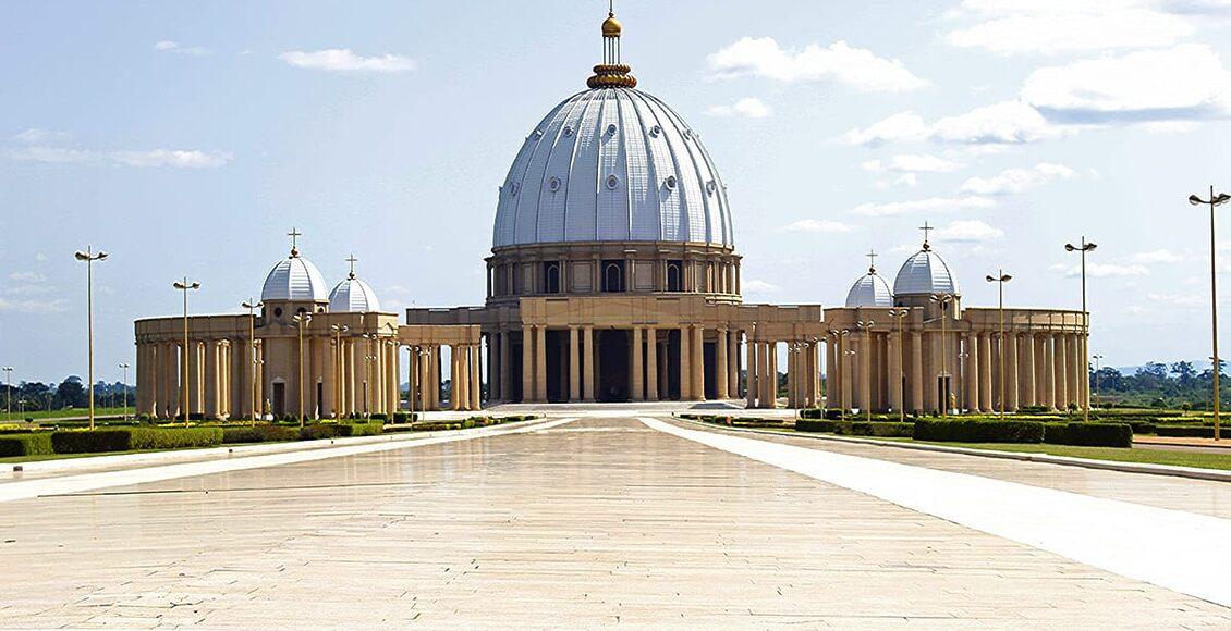Bazilika Panny Marie královny míru - 10 nejvyšších kostelů a katedrál