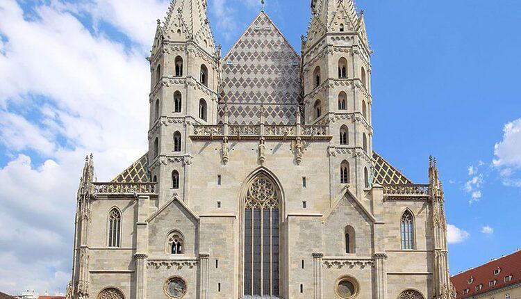 Stephansdom - 10 nejvyšších katolických kostelů a katedrál světa