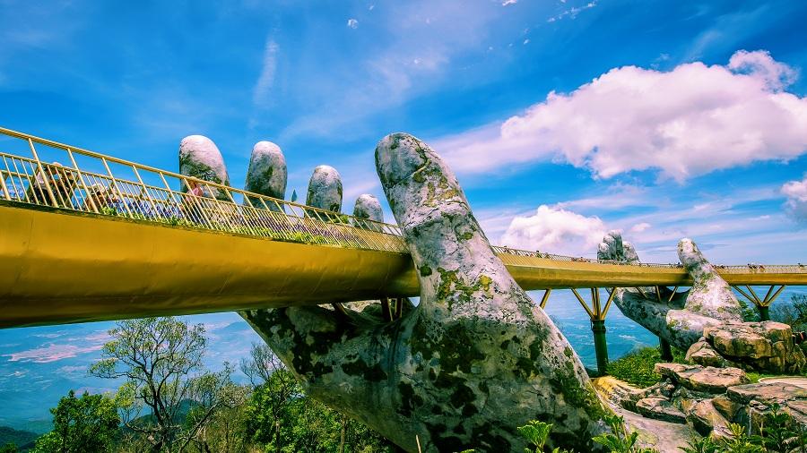 Golden Bridge Da Nang v Bà Nà Hills