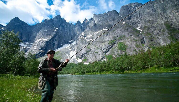 Lov lososů na řece Rauma