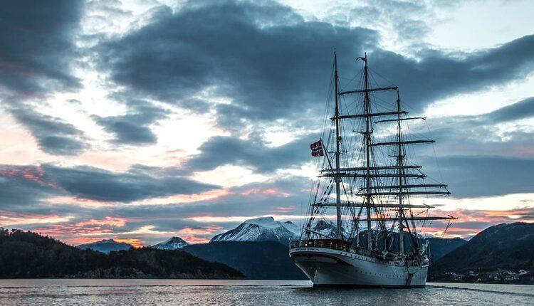 Ski & Sail Statsraad Lehmkhul vyplouvá