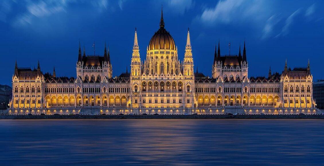 Budapešť - Budapešťský Parlament a lázně na krásném modrém Dunaji