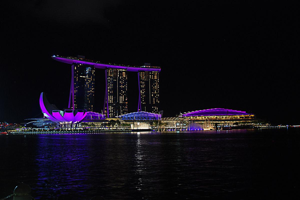 Singapur, tam, kde milionáři dávají dobrou noc. Gardens by the Bay a Marina Bay Sands