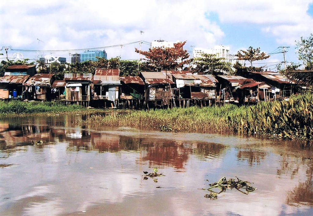 Slumy u řeky Mekong