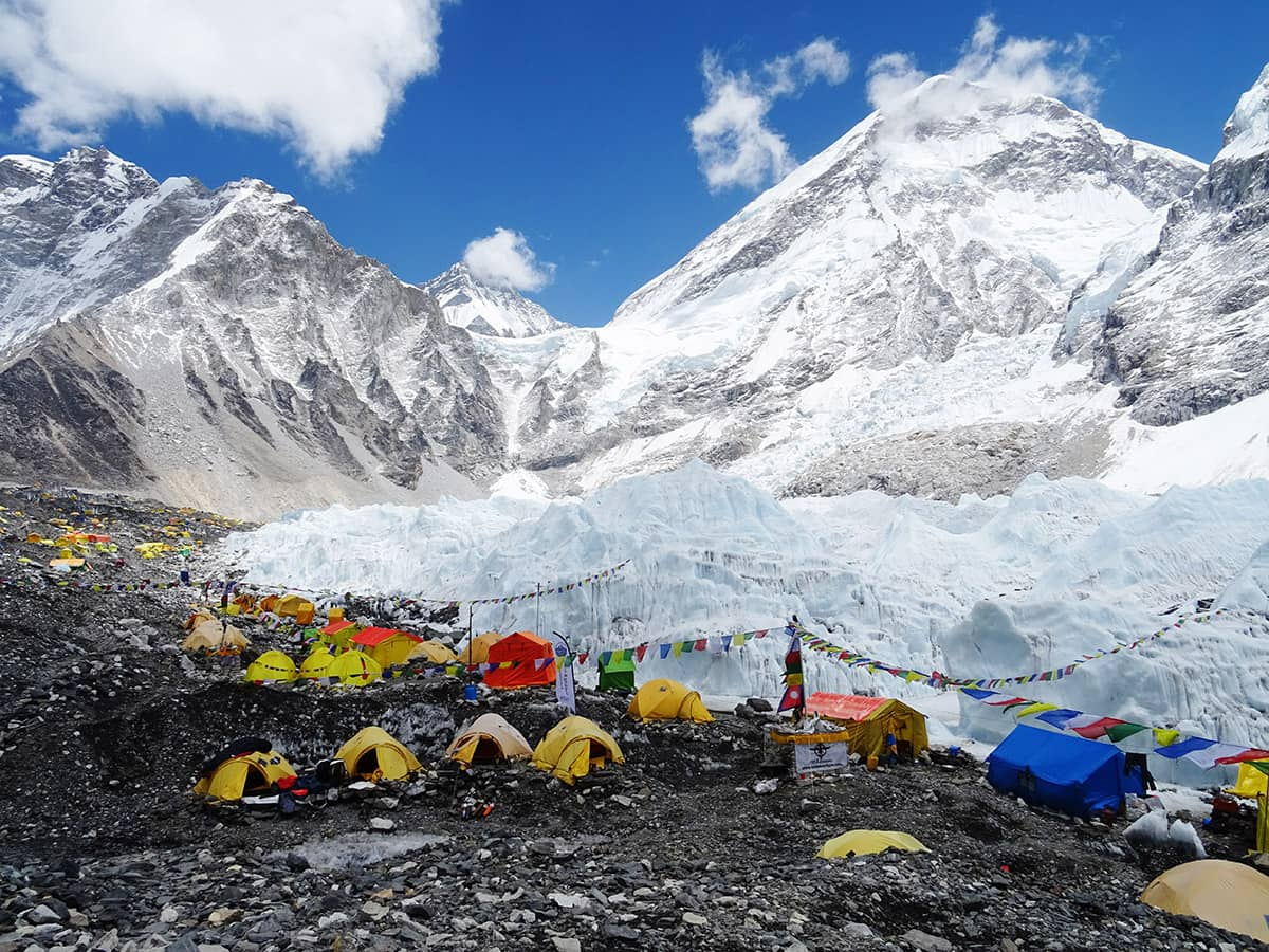 Největší základní tábor světa Everest Base Camp leží na úpatí ledopádu Khumbu