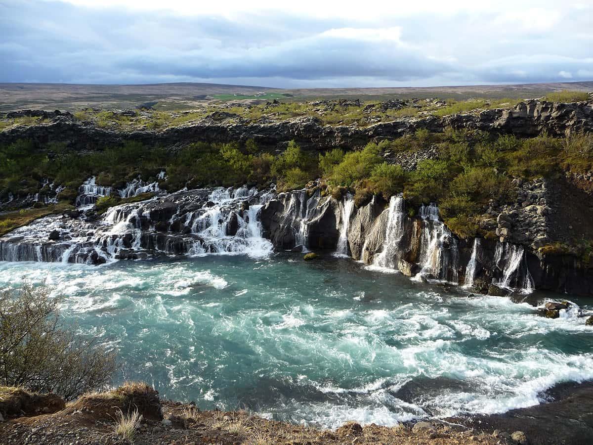 Hraunfossar - 10 nej vodopádů Islandu