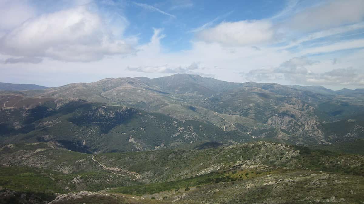 Výhled-z-Perda-Liana-na-Punta-La-Marmora