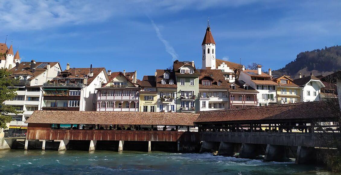 Město Thun leží asi 30 kilometrů od Bernu, na dolním konci Thunského jezera.