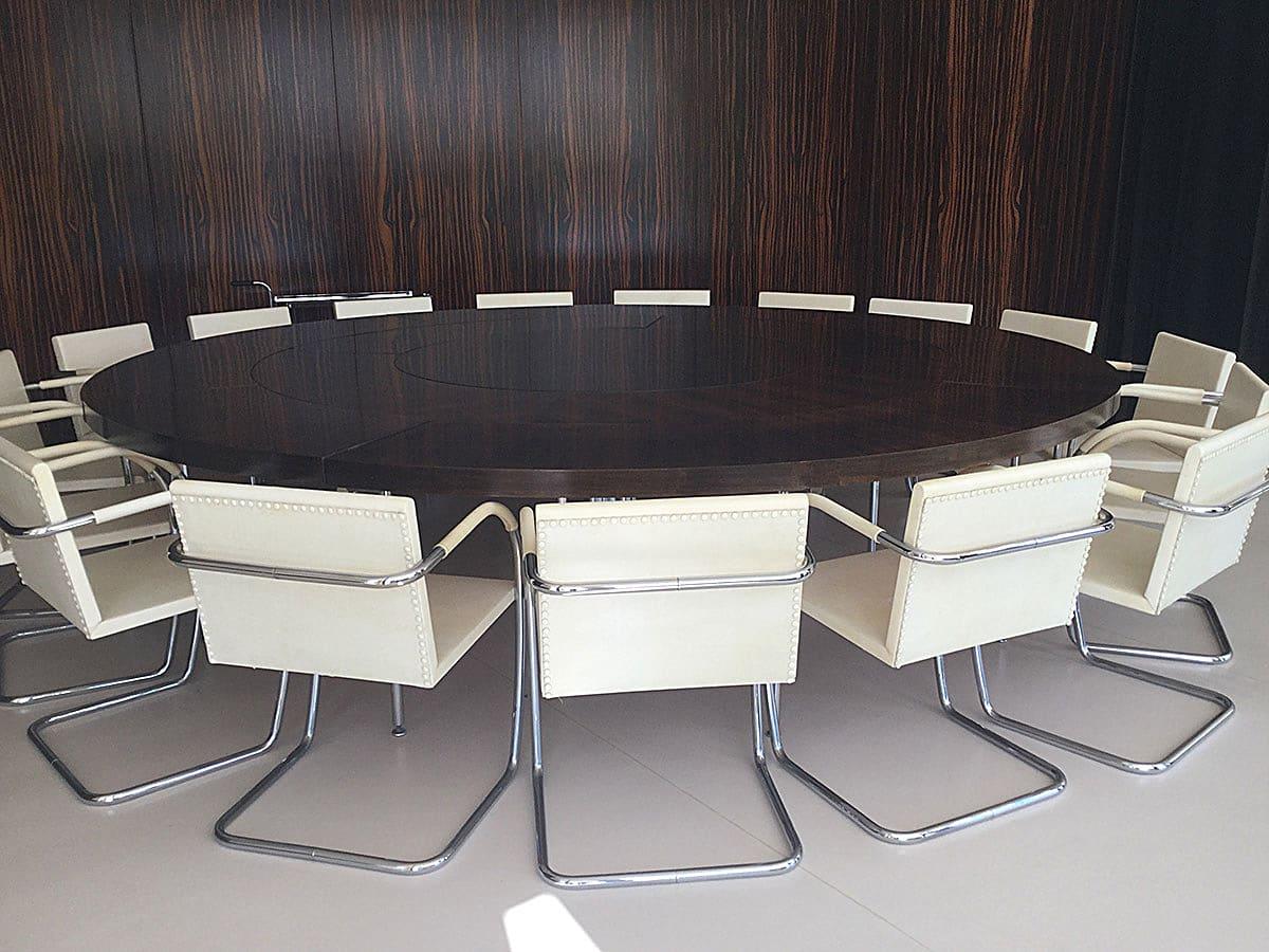 Jídelní stůl a stěna z makassarského ebenu